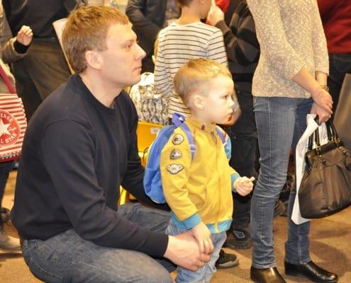 Jaunasis skaitytojas su tėčiu.